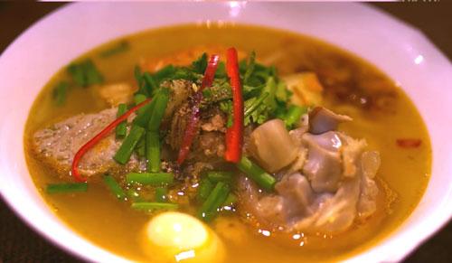 Bindo chia sẻ món bánh canh chả cá cua cho ngày chủ nhật