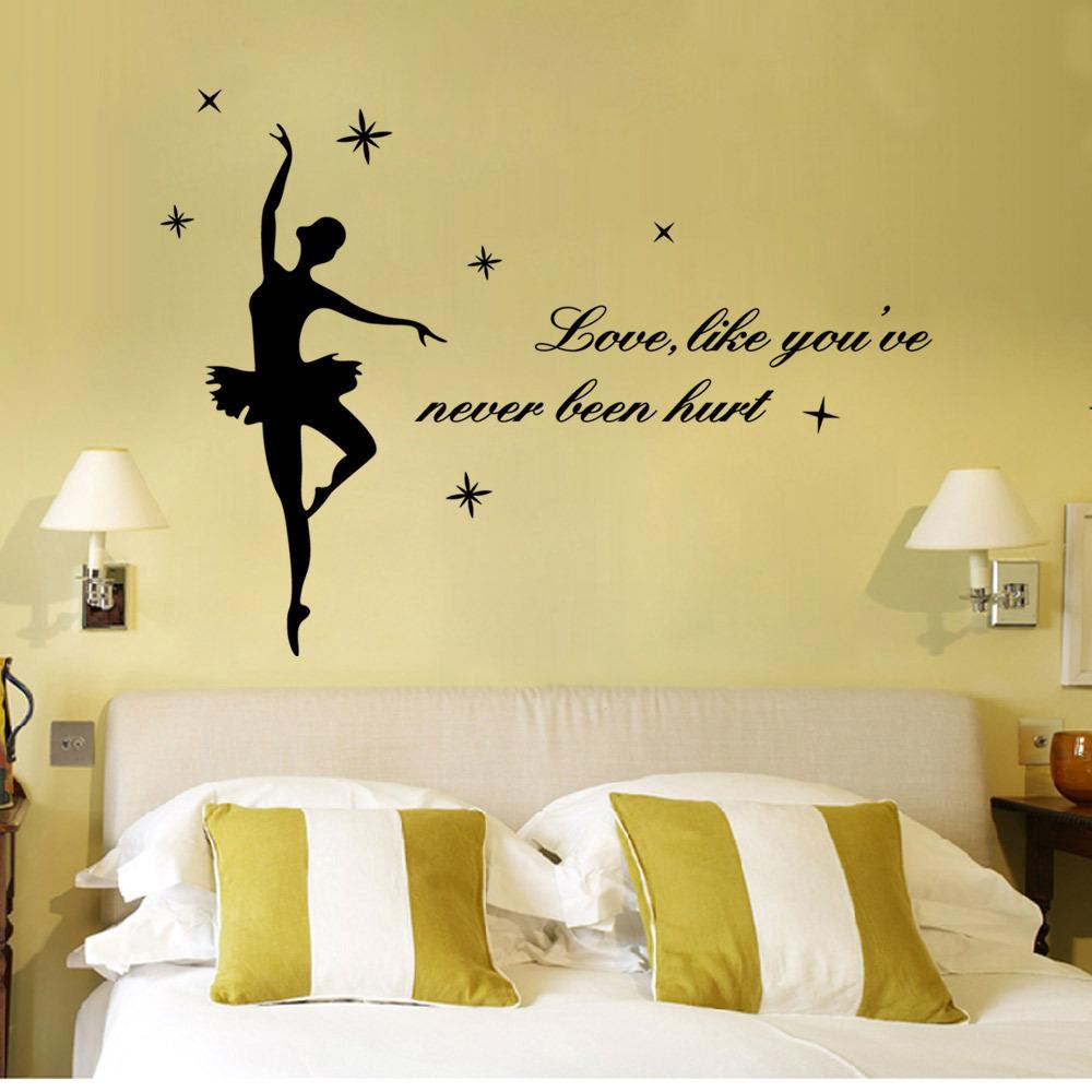 Giấy dán tường cho phòng ngủ thêm lãng mạn