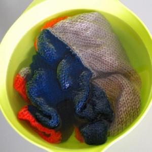 Hướng dẫn giặt các loại áo len, áo sợi không bị chảy