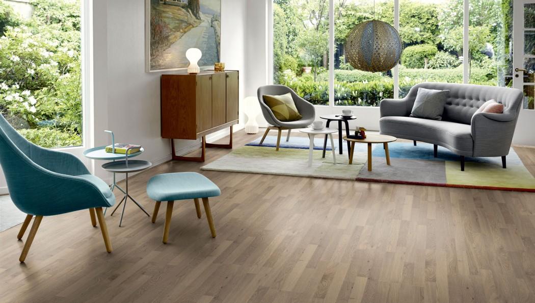 Lựa chọn sàn nhựa giả gỗ cho phòng khách theo phong thủy