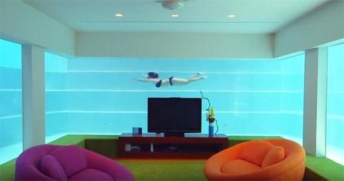 Phòng khách triệu đô được bố trí độc đáo dưới đáy bể bơi