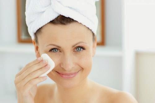 Tác dụng của nước hoa hồng với da bạn nên biết