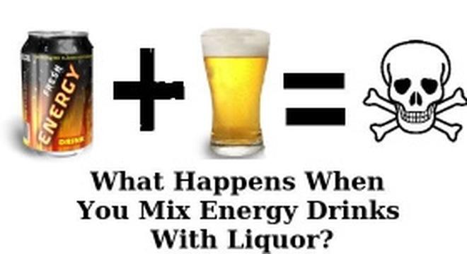 Tác hại khôn lường của việc pha rượu với nước tăng lực
