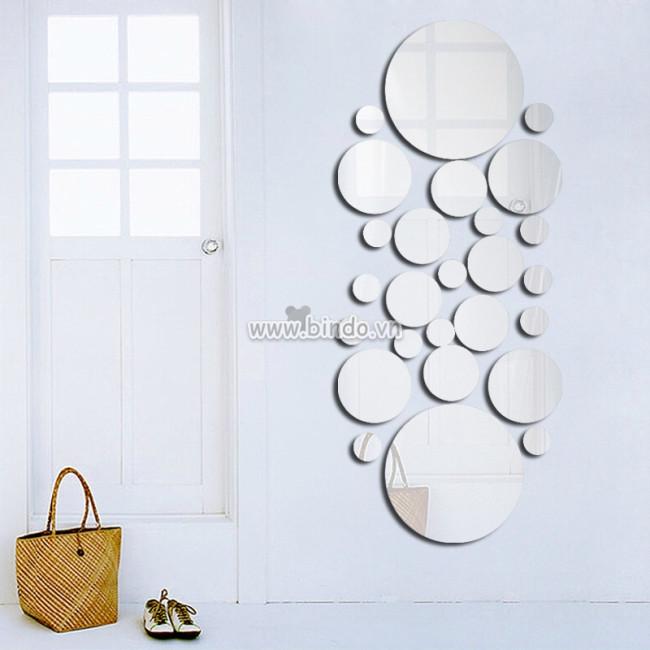 Tạo không gian nghệ thuật trong nhà bếp với gương trang trí