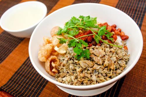 Theo bạn nên ăn gì khi đi du lịch Huế vào dịp hè