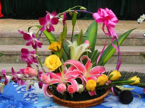 Cách cắm hoa tặng thầy cô ngày 20/11 mà bạn không thể bỏ qua