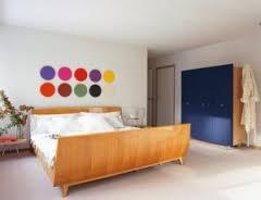 Cách làm điệu mảng tường đầu giường với nước sơn