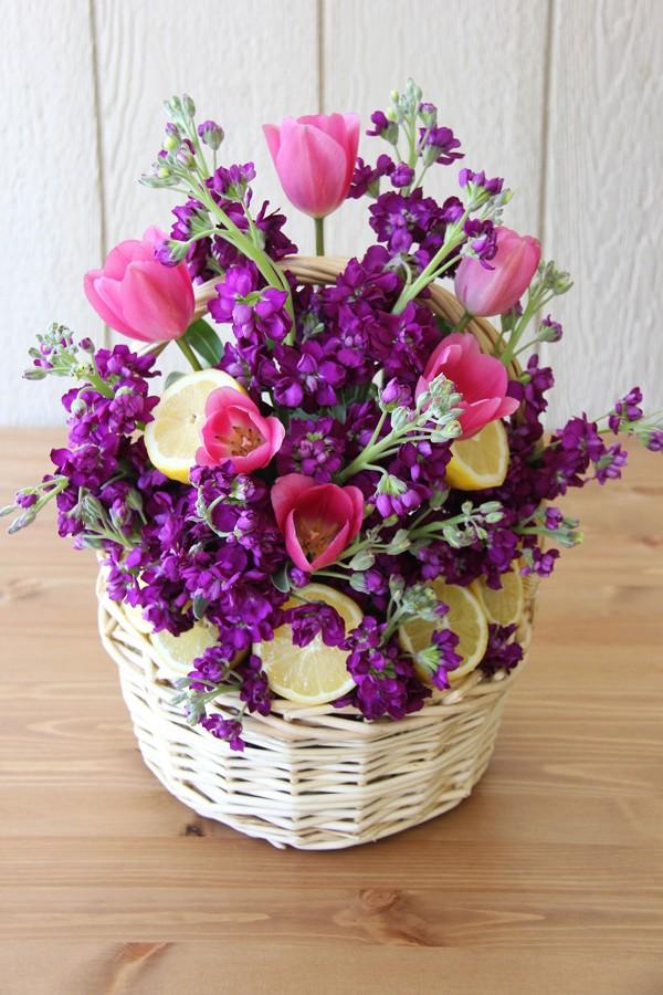 Học cách cắm giỏ hoa màu tím đơn giản trong trang trí
