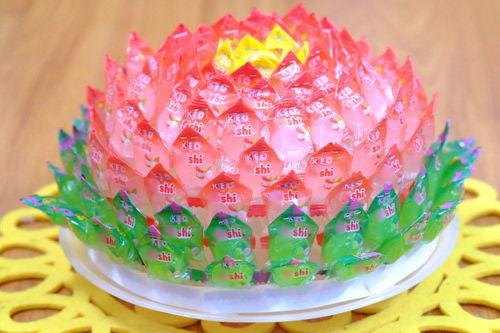Hướng dẫn làm hoa sen bằng kẹo oishi đặt  bàn thờ cúng tết 2021